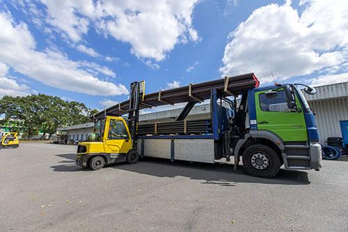 Camion Billmat - transport de barre PEHD 12 ml
